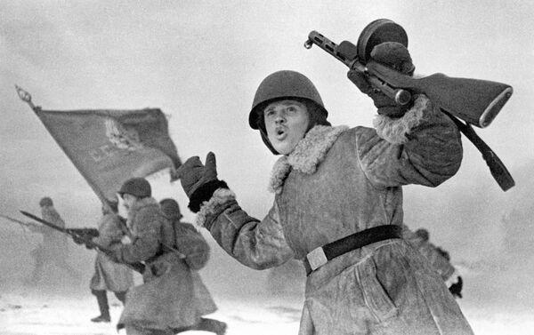 Ofenzíva u Leningradu. Vojáci Leningradského frontu jdou do útoku - Sputnik Česká republika