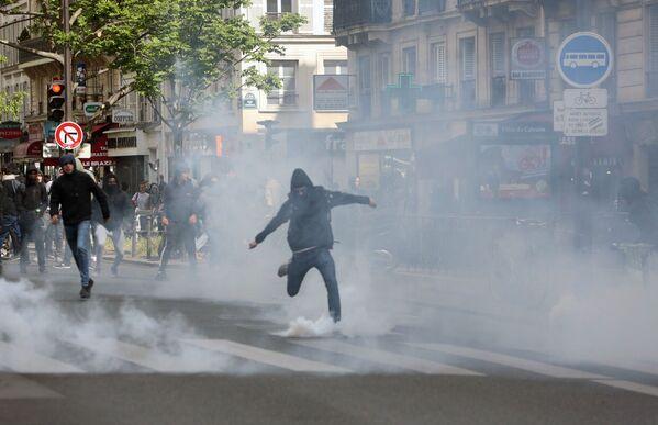 Protesty pařížských studentů proti kandidátům na prezidenta - Sputnik Česká republika