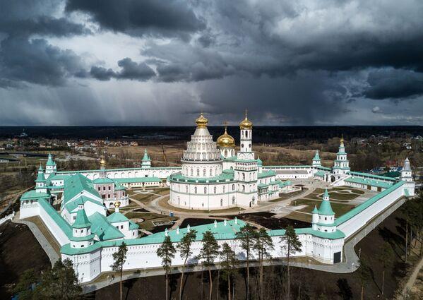 Novojeruzalémský mužský klášter Zmrtvýchvstání v Moskevské oblasti - Sputnik Česká republika