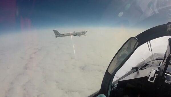 MO zveřejnilo videozáznam letu Tu-95 u Aljašky - Sputnik Česká republika