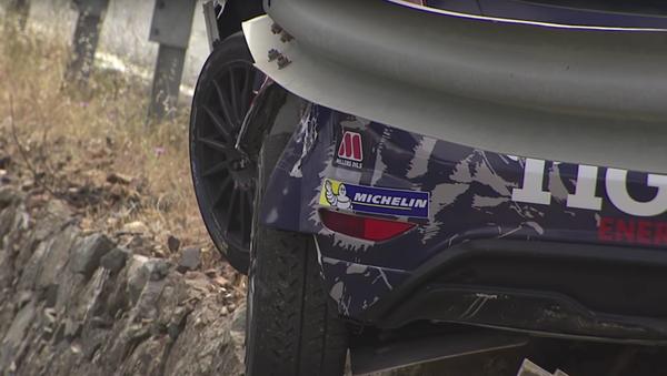 Polský automobilový závodník jen zázrakem nespadl během rallye ze skály - Sputnik Česká republika