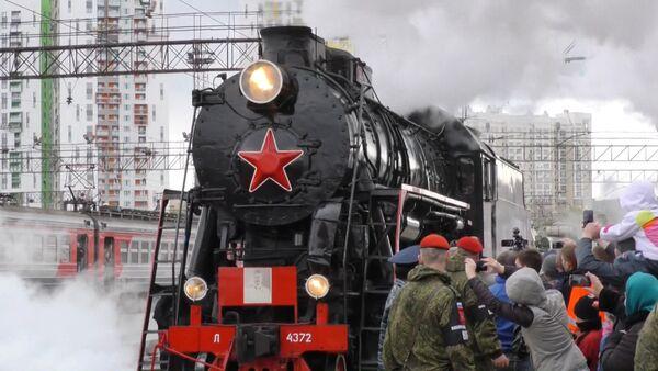 Ešalony Armáda vítězství s technikou z válečných let přijely do Jekatěrinburgu - Sputnik Česká republika
