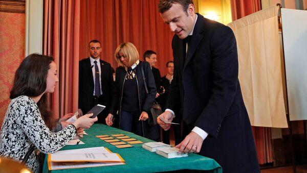 Kandidát na prezidenta Francie, exministr ekonomiky a vůdce hnutí Vpřed Emmanuel Macron - Sputnik Česká republika