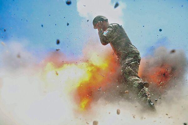 Snímek exploze, na kterou zahynul americký fotograf - Sputnik Česká republika
