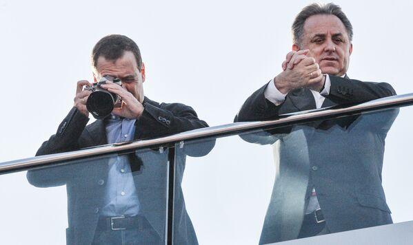 Vládní předseda Dmitrij Medveděv a jeho náměstek Vitalij Mutko sledují závod Formule 1 - Sputnik Česká republika
