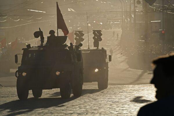 Vojenská technika před zkouškou vojenské přehlídky věnované 72. výročí vítězství ve Velké vlastenecké válce, Moskva - Sputnik Česká republika
