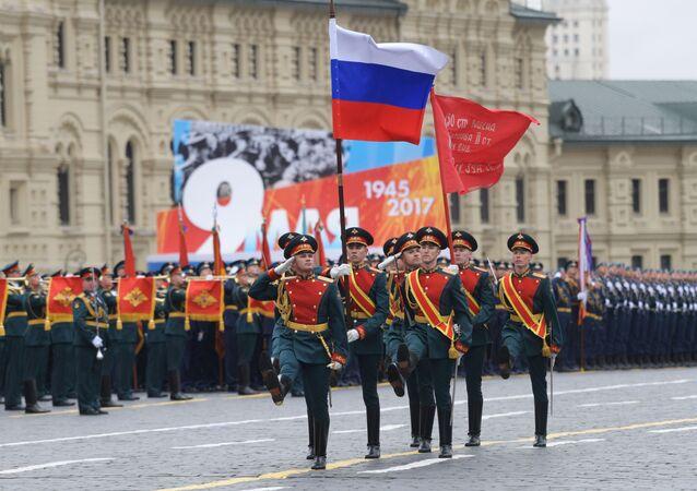 Vlajka RF a vlajka vítěství
