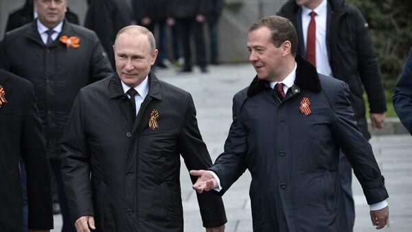 Prezident Ruska Vladimir Putin a předseda vlady Dmitrij Medvěděv - Sputnik Česká republika