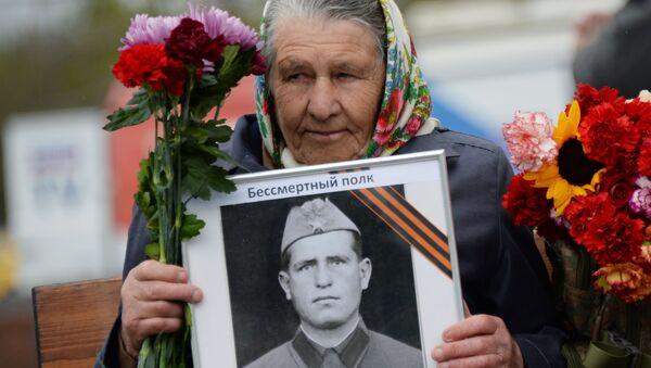 Účastnice akce nesmrtelný pluk v Moskvě - Sputnik Česká republika