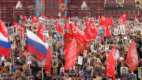 Z Moskvy do Pekingu – jak probíhala akce Nesmrtelný pluk ve světových městech - Sputnik Česká republika