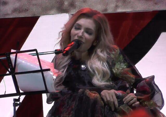 Julija Samojlovová zazpívala v Den vítězství na Krymu