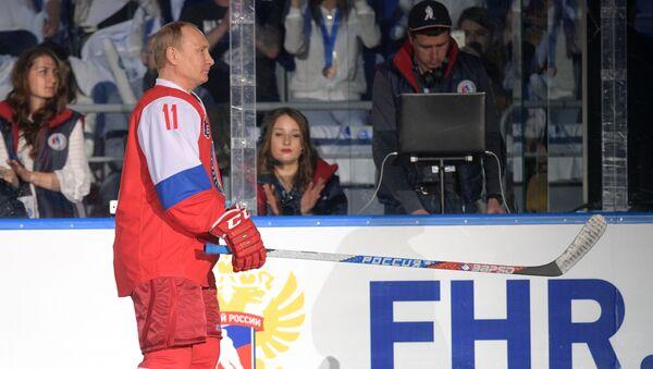 Ruský prezident Vladimir Putin hraje hokej - Sputnik Česká republika