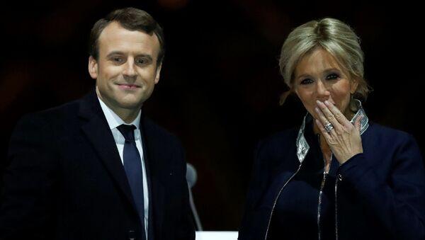 Emmanuel Macron s manželkou Brigitte - Sputnik Česká republika