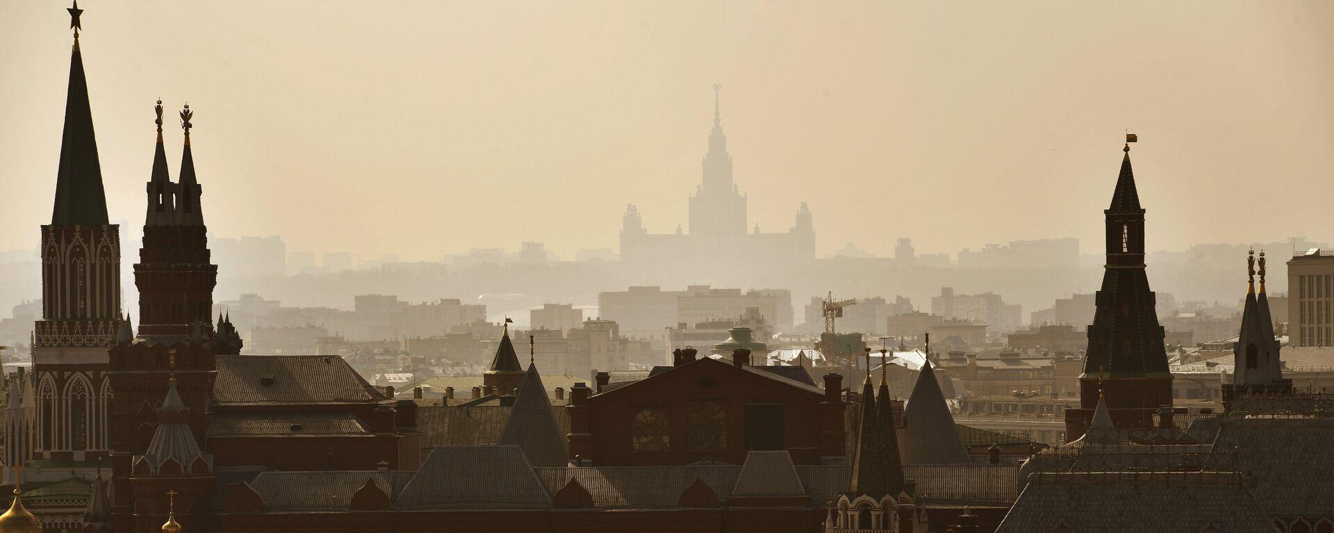 Moskva, pohled na Kreml a MSU - Sputnik Česká republika, 1920, 24.07.2021