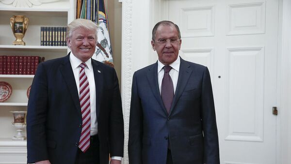 Americký prezident Donald Trump a ruský ministr zahraničí Sergej Lavrov - Sputnik Česká republika