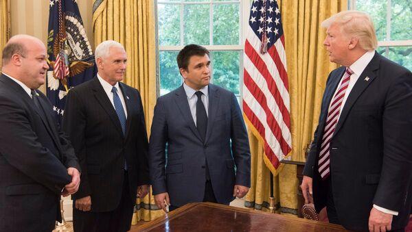 Vice-prezident Mike Pence, ukrajinský ministr zahraničí Pavel Klimkin a americký prezident Donald Trump - Sputnik Česká republika
