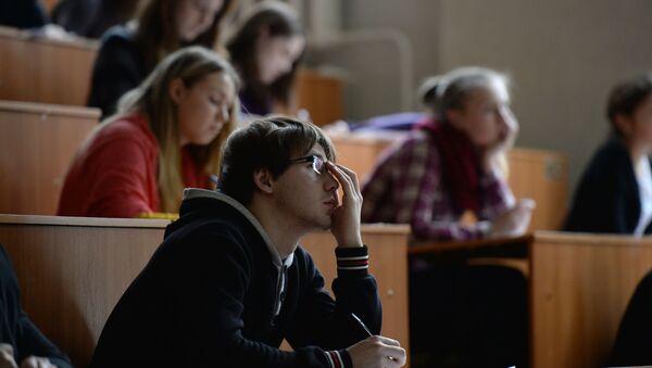 Mladí lidé v posluchárně (ilustrační foto) - Sputnik Česká republika