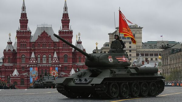 Střední tank T-34-85 na vojenské přehlídce věnované 72. výročí vítězství ve Velké vlastenecké válce 1941-1945 - Sputnik Česká republika