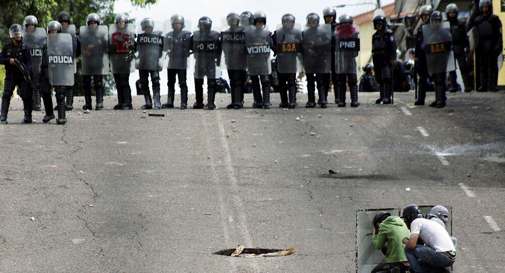 Speciální jednotka venezuelské policie během srážek s protivládními demonstranty v městě San Cristobal