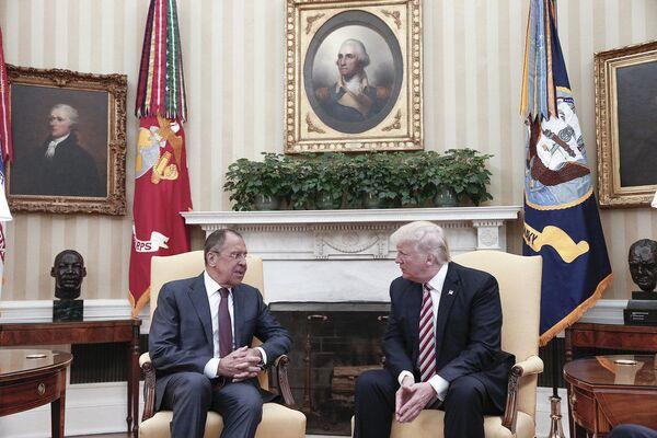 Ruský ministr zahraničí Sergej Lavrov a prezident USA Donald Trump ve Washingtonu - Sputnik Česká republika