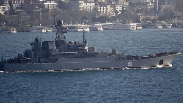 Ruská výsadková lod` Azov v Bosporu - Sputnik Česká republika