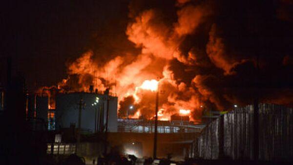 Další exploze v hořícím ropném skladišti u Kyjeva - Sputnik Česká republika