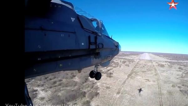 Let na ruském bitevním vrtulníku Ka-52 - Sputnik Česká republika