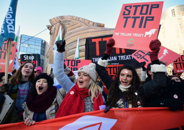 Demonstrace proti TTIP v Bruselu