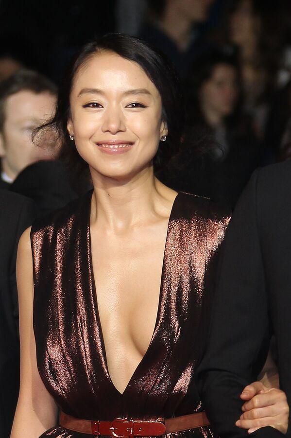 Nejprovokativnější šaty Filmového  festivalu  v Cannes - Sputnik Česká republika