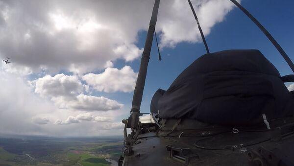 Vysazování  bojových vozidel BDM-4 - Sputnik Česká republika
