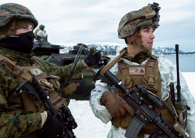 Američtí mariňáci během cvičení Cold Response 2016 v Norsku