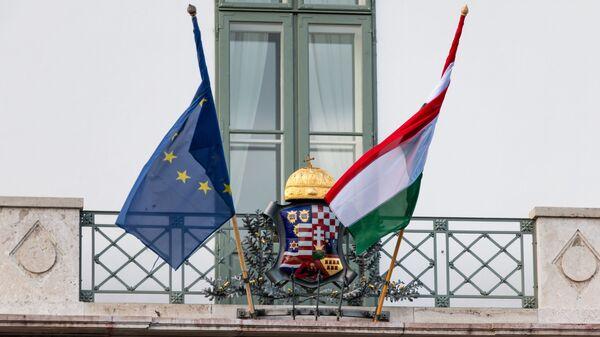 Vlajka Maďarska a EU. Ilustrační foto - Sputnik Česká republika