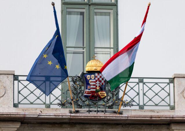 Vlajka Maďarska a EU. Ilustrační foto