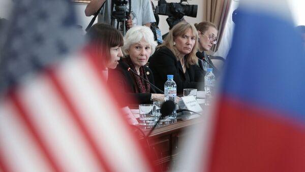 Vedoucí americké delegace na Krymu prezidentka amerického Centra občanských iniciativ Sharon Tennisonová - Sputnik Česká republika