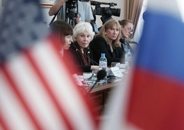 Vedoucí americké delegace na Krymu prezidentka amerického Centra občanských iniciativ Sharon Tennisonová