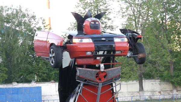 Domácí kutil změnil Ladu v robota-transformera - Sputnik Česká republika