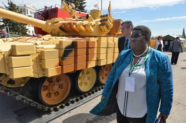 V hlavním městě Běloruska Minsku se odehrává výstava zbraní a vojenské techniky MILEX-2017 - Sputnik Česká republika