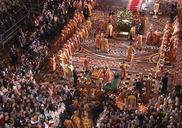 Za zvonění zvonů dopravili do Moskvy ostatky sv. Mikuláše