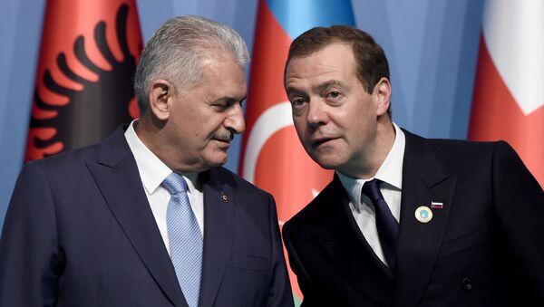 Binali Yildirim a Dmitrij Medveděv - Sputnik Česká republika