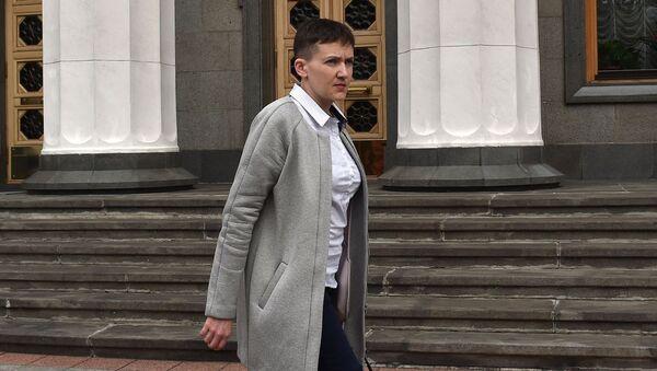 Украинская военнослужащая Надежда Савченко напротив Верховной Рады в Киеве - Sputnik Česká republika