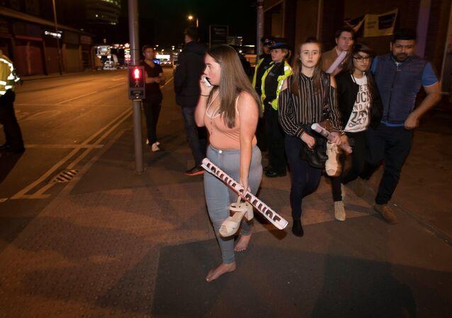 Diváci po výbuchu v Manchesteru