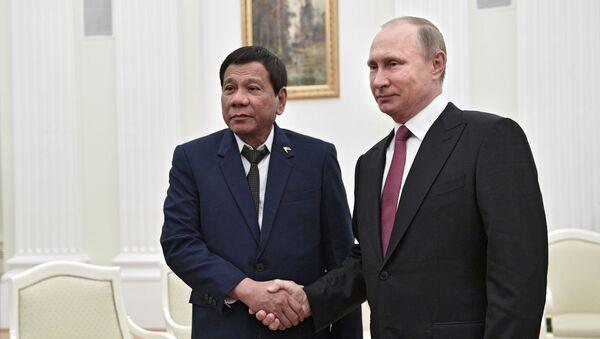 Filipínský prezident Rodrigo Duterte a ruský prezident Vladimir Putin - Sputnik Česká republika