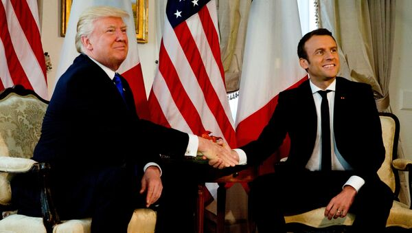 Americký prezident Donald Trump a jeho francouzský protějšek Emmanuel Macron - Sputnik Česká republika