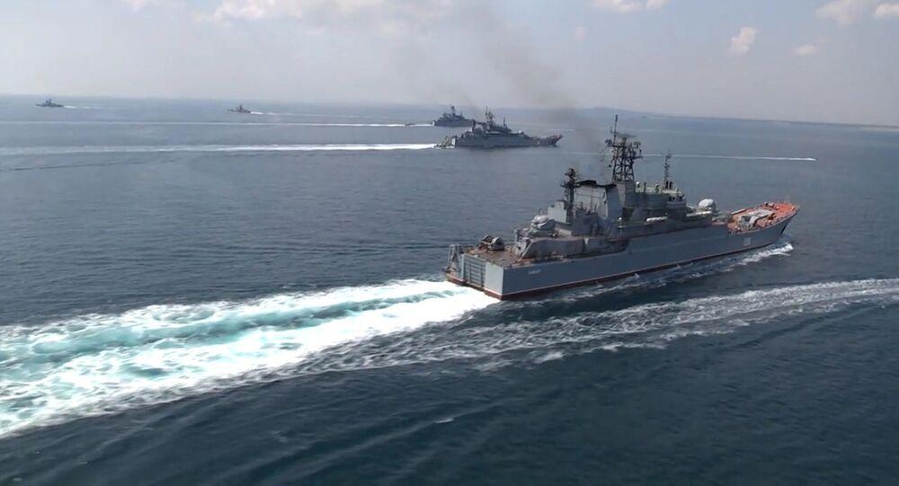 Loď Černomořské flotily během cvičení