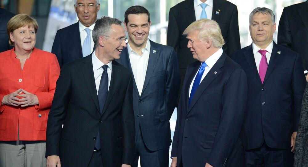Donald Trump a hlavy evropských státu na summitu NATO v Bruselu