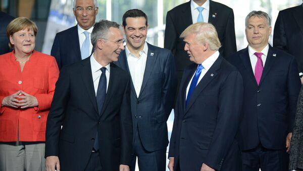 Donald Trump a hlavy evropských státu na summitu NATO v Bruselu - Sputnik Česká republika