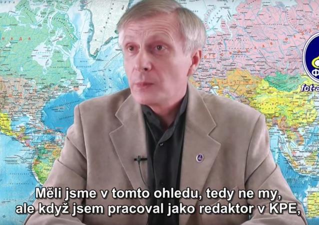 Politolog Pjakin odpovídá na otázky. Video