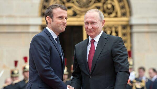 Prezidenti Ruska a Francie Vladimir Putin a Emmanuel Macron - Sputnik Česká republika