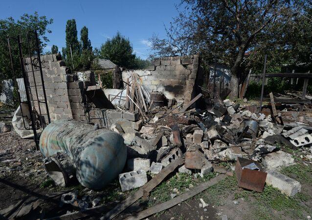 Následky ostřelování u Doněcka