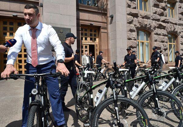 Politici na kolech - Sputnik Česká republika
